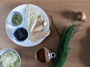 Ich habe einen tollen Menschen in Berlin besucht. June von Food is taking over hat einfach mal so ein badass Ramen Rezept gefreestyled. Dazu gab es wunderschöne Onigiri. Rezepte zu beidem gibt es einmal auf ihrem Blog, sowie bei mir auf Purple Avocado.