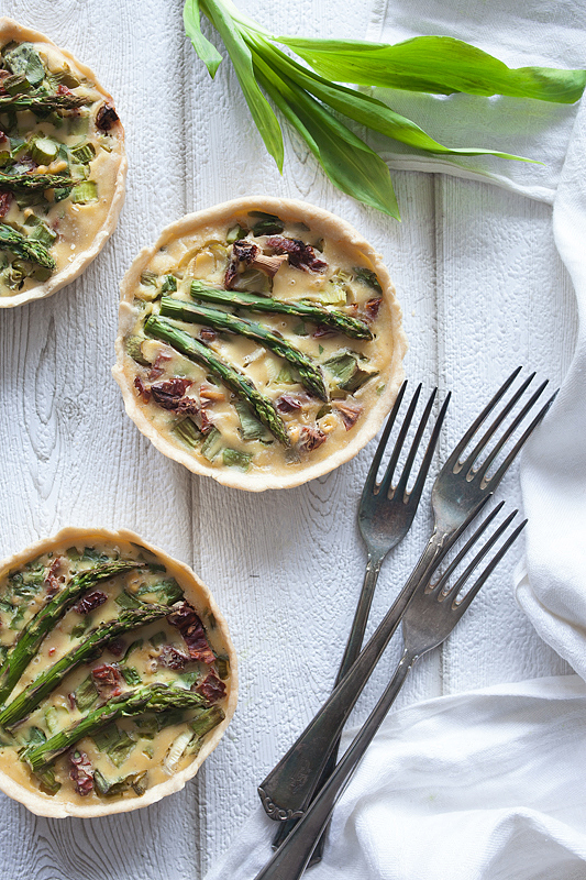 Top 20 Recipes 2016 from Purple Avocado - Vegan Quiche with green Asparagus, dried Tomatoes and wild garlic