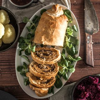 Stuffed Seitan Roast in puff pastry [vegan Christmas]