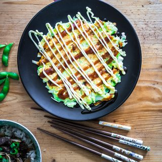 Okonomiyaki, Katzen und Cosplay bei Senta [Food from Friends]