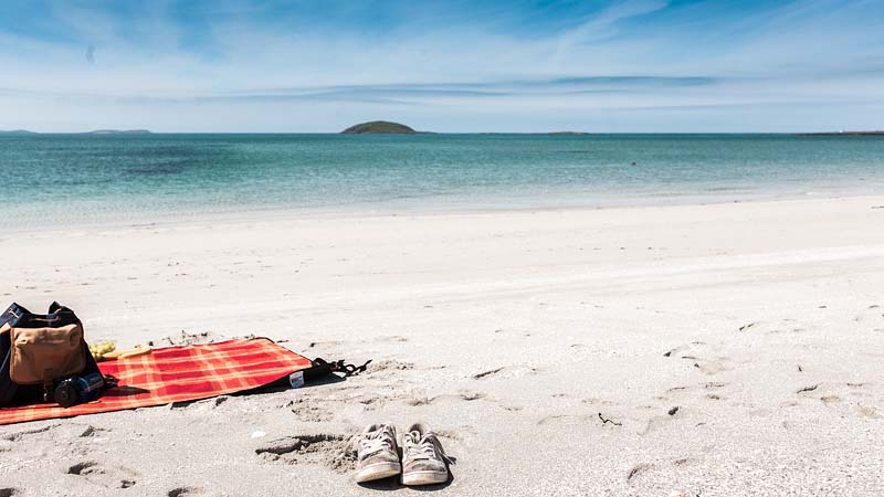 If you want to enjoy some Caribbean Flair with white beaches and turquoise water in Scotland you should travel to the outer Hebrides. The Isle of Eriskay gives you exactly this summer holiday feeling.