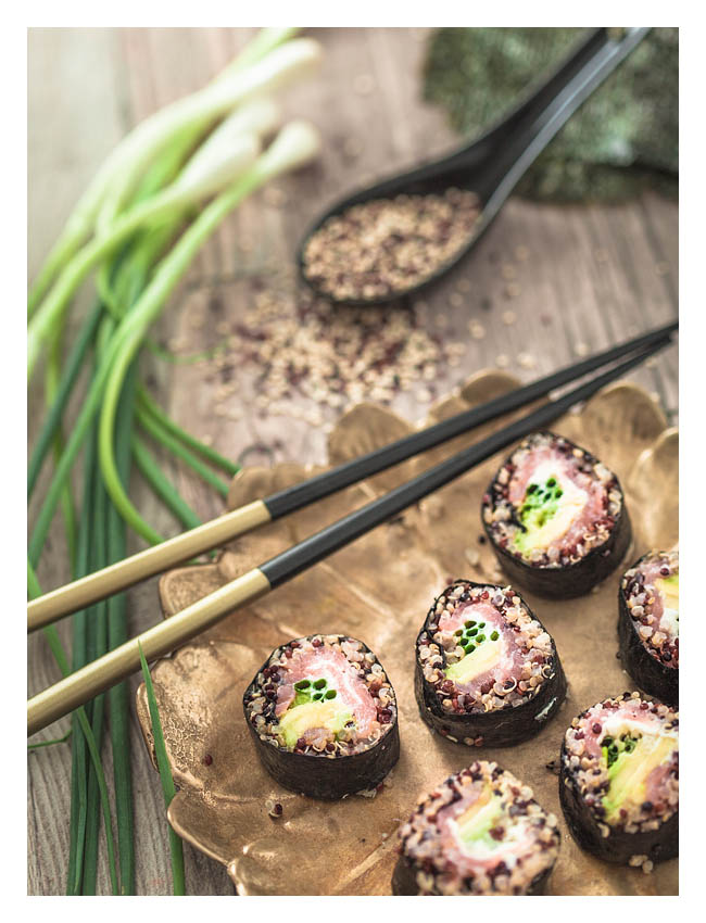 Quinoa Sushi is a healty and delicious alternative to the classic sushi. Combined with avocado and salmon it'll convince even the strictest sushi sceptics.