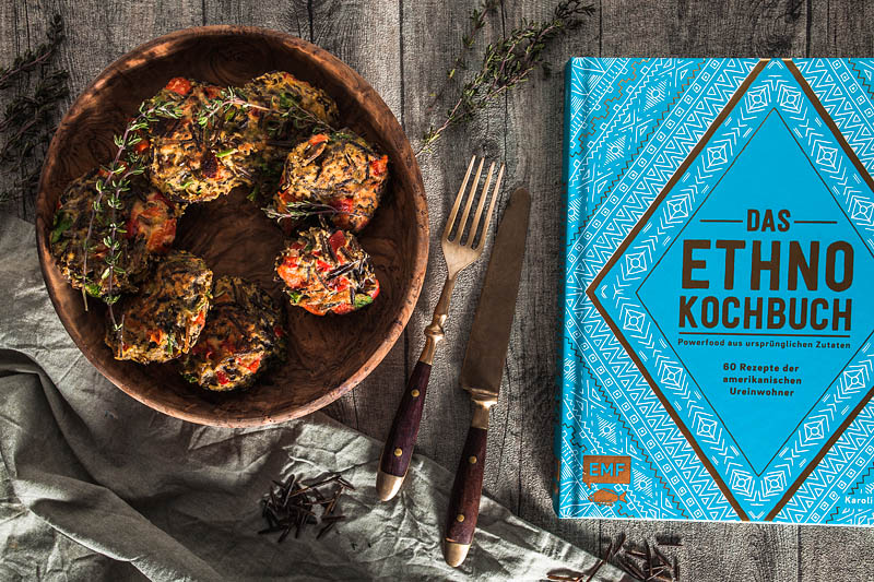 Super simple recipe for wild rice patties with parsley, thyme and red peppers from the Ethno Cookbook.