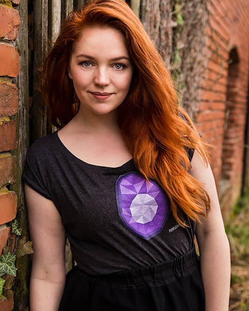 Sabrina Dietz ist die Fotografin und Foodstylistin hinter Purple Avocado. Seit mehreren Jahren spezialisiert sie sich nun schon auf die Foodfotografie und das Foodstyling.