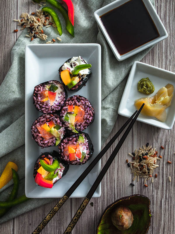 Rainbow Rolls - Sushi with purple rice are easy as pie! Make them at home and fill them with all the goodies you can think of. Peppers, avocado, salmon, cream cheese or how about some mango and spinach? Recipe and Foodstyling from Purple Avocado