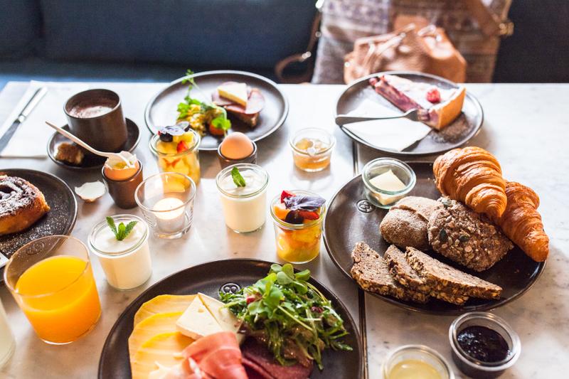 Auf der Suche nach dem besten Frühstück in Hamburg? In Hamburgs Innenstadt kann ich euch das Cöllns Mutterland nur wärmstens empfehlen. Hier gibt es die besten Franzbrötchen und viele andere, köstliche Frühstücksspezialitäten. #hamburg #restaurant #restaurants #essen #frühstück #cityguide #städtetrip #städte trip