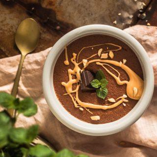 Erdnuss Mousse au Chocolat aus Aquafaba