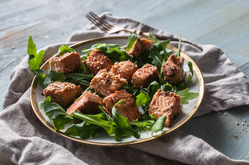 Salmon cubes with sweet Asian sesame marinade from the indoor beefer / steakreaktor. BBQ Recipe