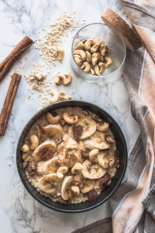 Easy microwave oatmeal with cashews and cinnamon