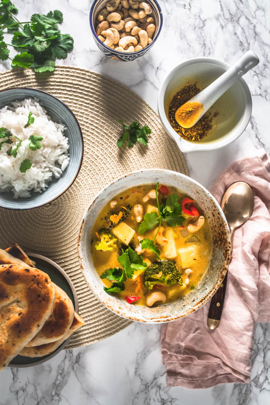 Yellow coconut curry with pineapple and cashew nuts