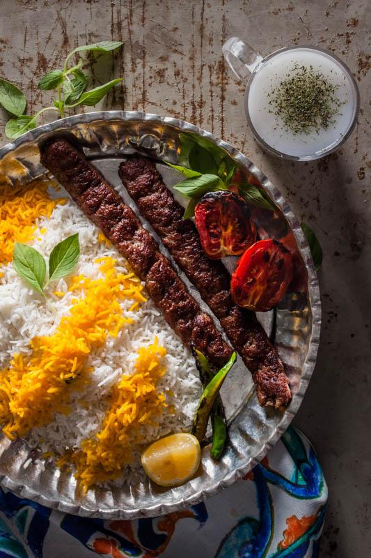 Kebab koobideh & Doogh – Kebab & saurer Joghurt Drink