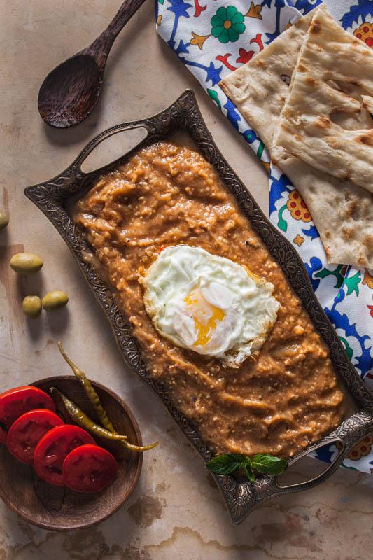 Mirza ghasemi – Deftiger Auberginen Dip mit Tomaten, Knoblauch und Ei