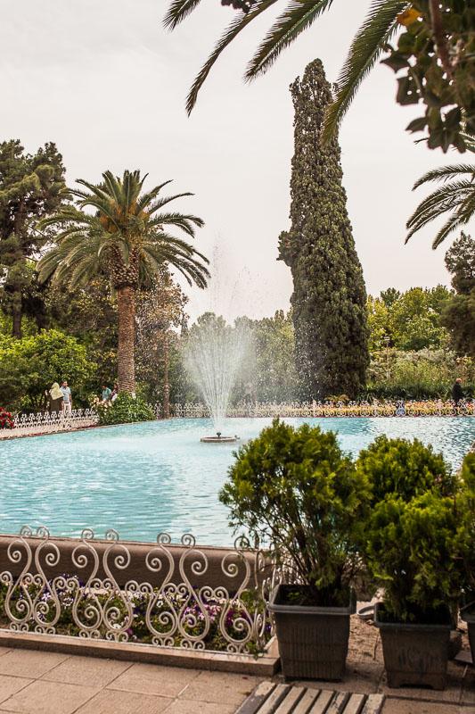 Wasserfontäne vor dem Kadscharen Palast in Eram Garden, Schiras