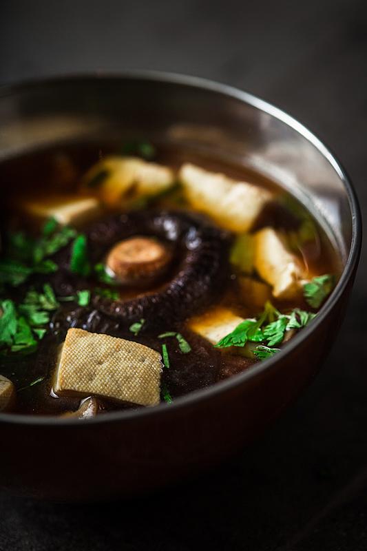 Gesundes Rezept für Miso Suppe. Detailfoto