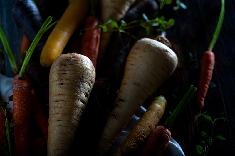 For this years Easter weekend we'll have colourful carrots from the oven with a maple syrup marinade. Along with it goes mache with a sesame dressing, roasted sessame seeds and curd with herbs.