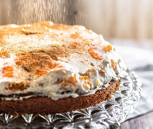 Fanta Kuchen Rezept mit Mandarinen und Schmand. Ein schnelles und einfaches Rezept für eine Springform oder ein Blech. #geburtstagskuchen #fantakuchen #kuchen #backen