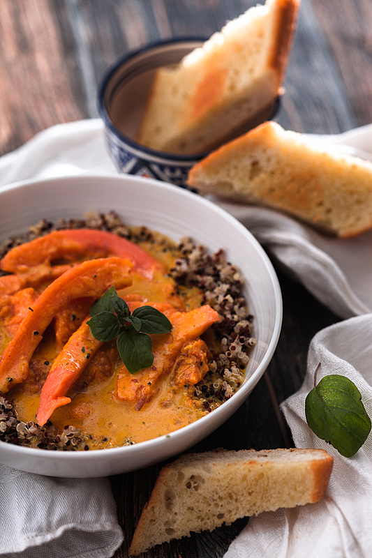 An uncomplicated, fruity Papaya Curry with coconut milk and quinoa. Recipe on Purple Avocado