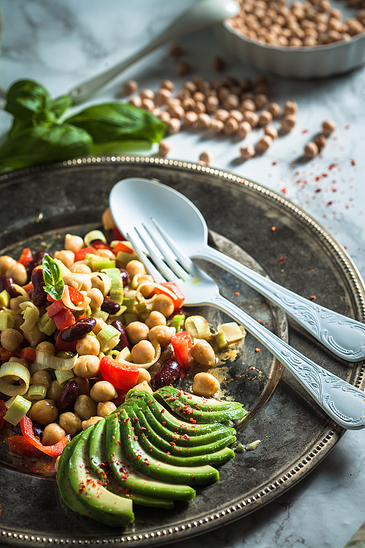 Here's a super quick and easy recipe for a filling chickpea salad with curry and mustard dressing. Recipe on Purple Avocado.