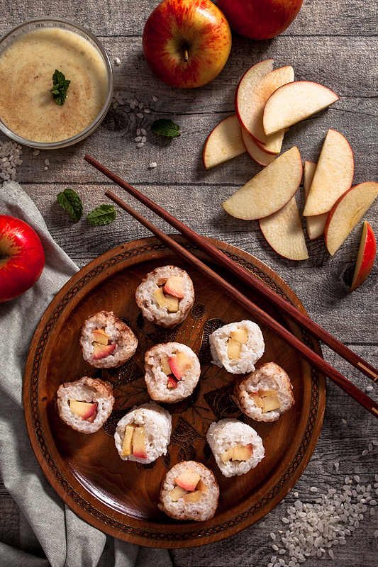 Rice Pudding Sushi with apple and vanilla sauce. Why not have sweet sushi instead of hearty one? This sweet sushi variation with coconut milk rice pudding, apples and lots of cinnamon can be enjoyed warm as well as cold. Foodstyling and recipe by Purple Avocado