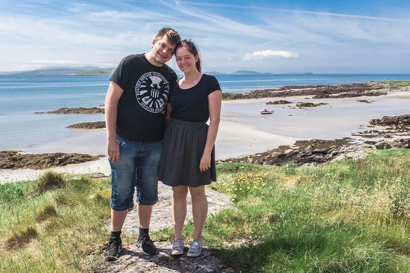 Wer in Schottland ein bisschen Karibik Flair mit weißen Standsträndem und türkisfarbenem Wasser erleben will, sollte sich auf eine Reise zu den äußeren Hebriden begeben. Die Isle of Eriskay hat nämlich genau das zu bieten.