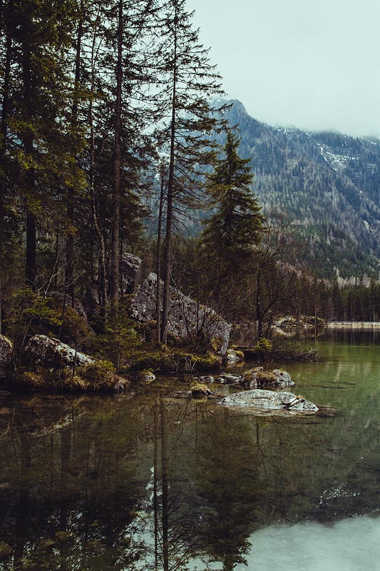 My first hike in Berchtesgaden lead me from Ramsau to the lake Hintersee and a magical forest. A very picturesque hiking trail also suited for beginners.