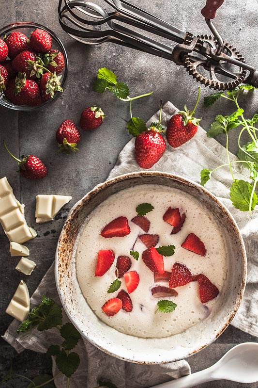 Aquafaba curd mousse with white chocolate and strawberries