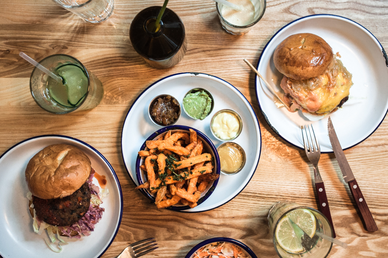 Restaurant Guide Hamburg: At the 'Schanze' you can savour delicious burgers, shakes, cocktails and sides with various dips at Ottos Burger. And the prices are fair too! Photo Credit Purple Avocado / Sabrina Dietz #restaurants #hamburg #recommendations #dinner #burger #guide