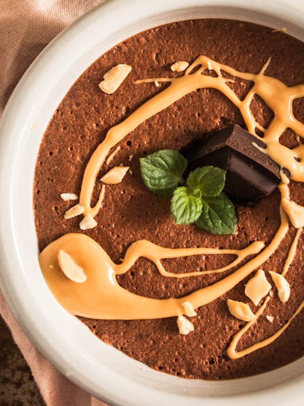 Creamy, chocolatey and tart mousse au chocolat from aquafaba with a hint of peanut butter. 3 ingredients only & vegan.