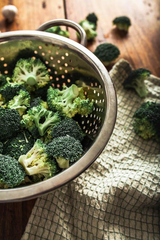 So einfach kann man Gemüse dämpfen ohne einen Dampfgarer / Bambusgarer oder Dampfkochtopf.