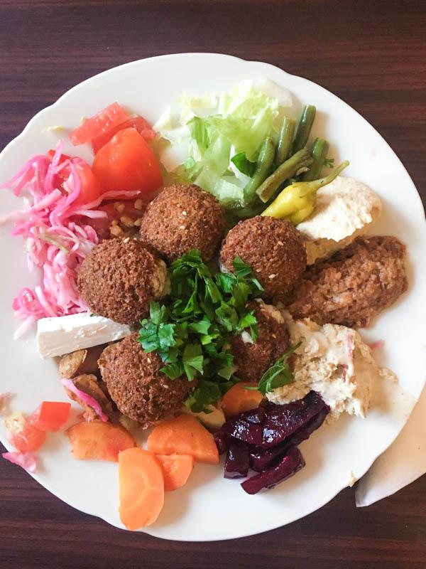 Cheap eats in Hamburg: Falafel at the Kimu in Hamburg / Sternschanze.