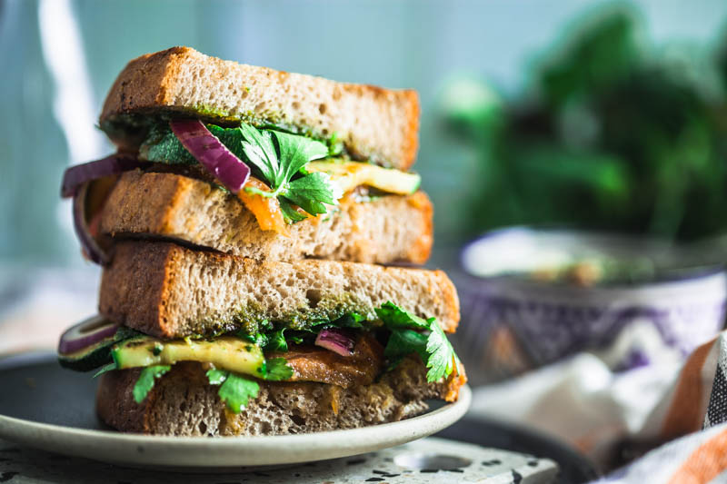 Vegan pesto with walnuts and parsley plus a quick, vegetarian sandwich idea with tomato, zucchini and cashew butter #vegan #bread #veggie #lunch #ideas