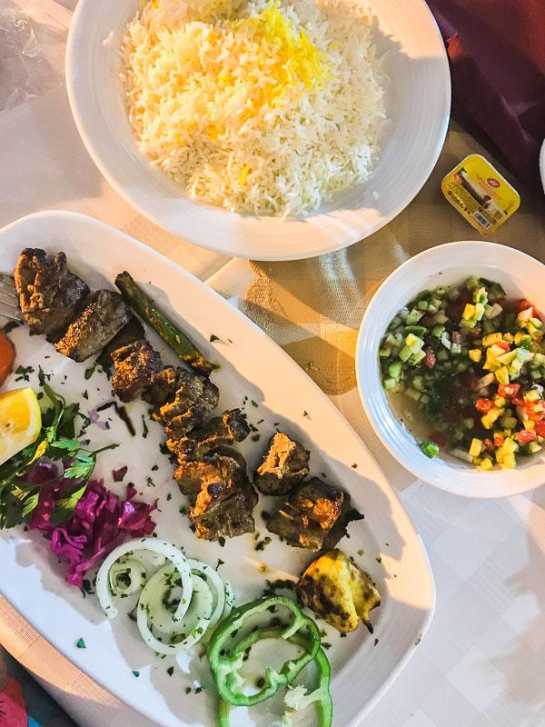 Kebab in der Shahpouri Mansion in Schiras, Iran