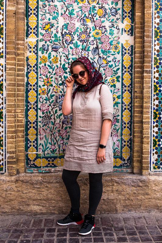 Selfie-Time in Iran-optimierter Kleidung samt Kopftuch