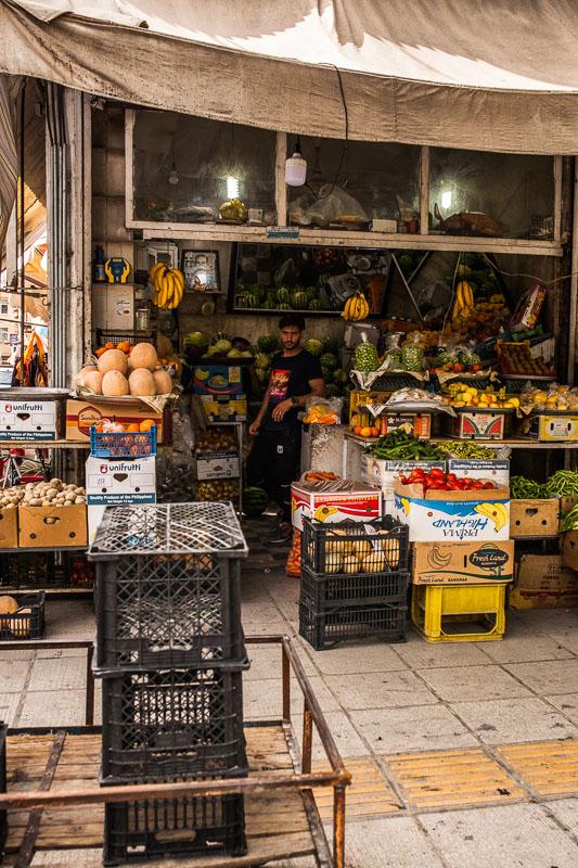Obst und Gemüsestand in der Nähe des Vakil Basar in Schiras