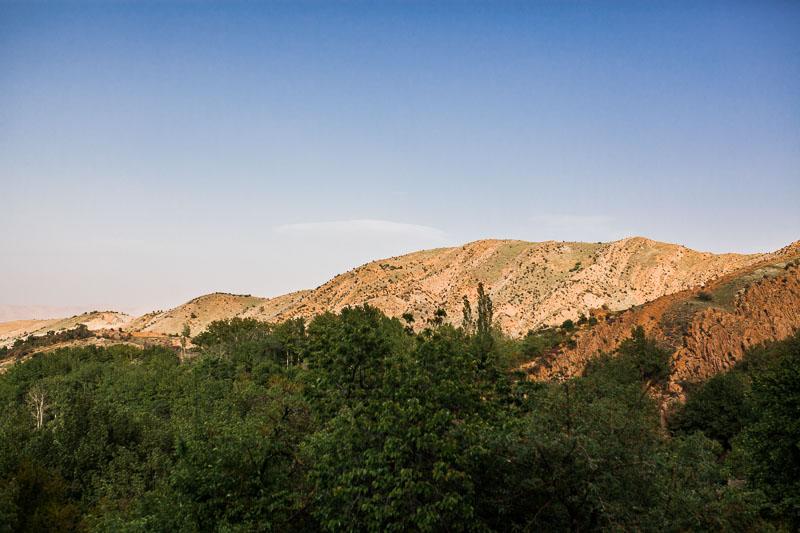 Ausblick auf Wald und Berge in Galath, Iran