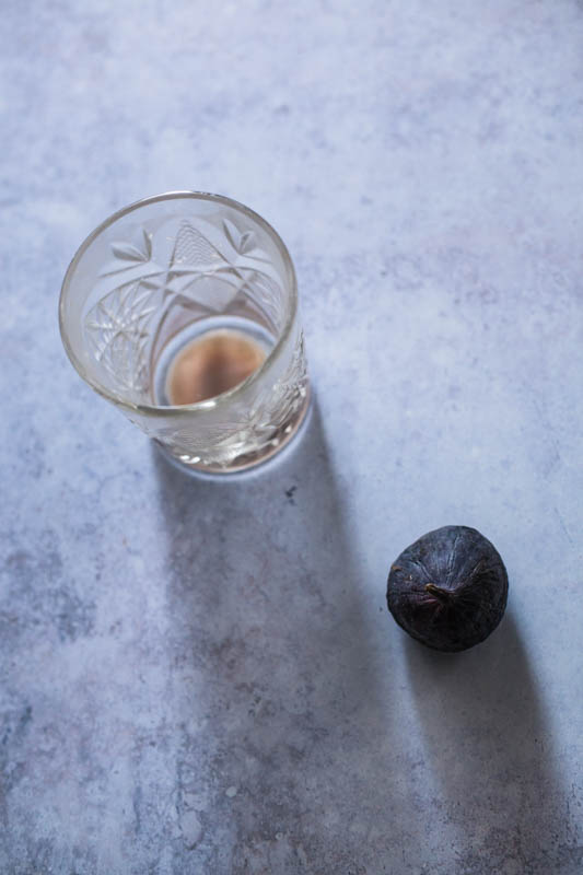Test shot of glas and fig to determine the perfect food photography light