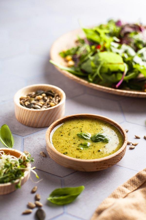 kleine Schüssel mit Salatdressing fotografiert auf realistischem Fotountergrund von PA Backdrops